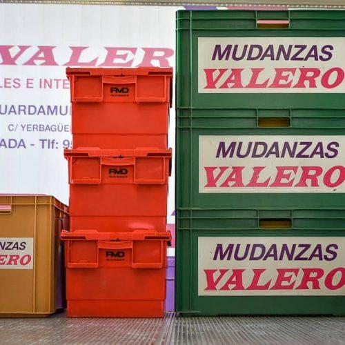Diferentes tamaños de cajas para transporte y almacenaje.
